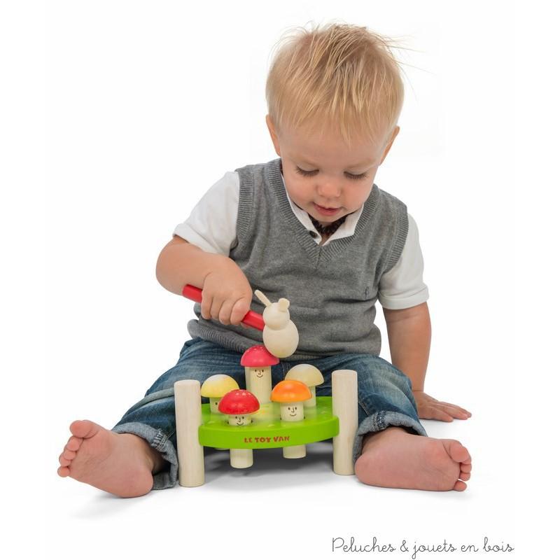 Dans la collection Petilou de la marque Le toy van, un adorable et solide jeu de mateau champignons en bois de 7 pièces dont un socle 5 petits champignons et un marteau pelit lapin. A partir de 1 an+