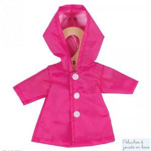 Un Imperméable a capuche rose de la marque Bigjigs toys pour les poupées de chiffon de 25 cm. Vêtement conçu pour les petits doigts : habit avec des fermetures à scratch. A partir de 2 ans+